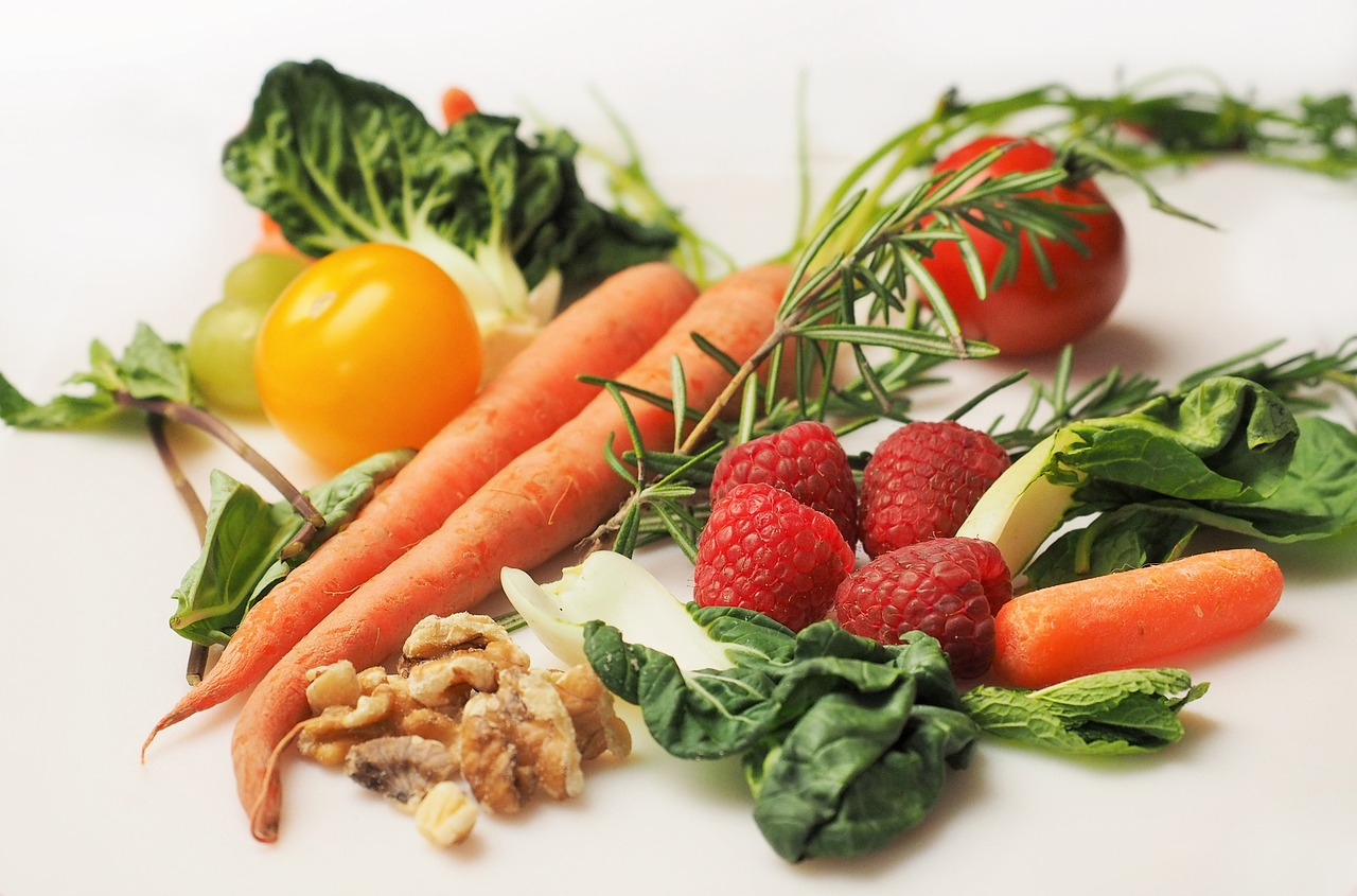 It is possible to save money yet eat nutritious meals that will keep you healthy.