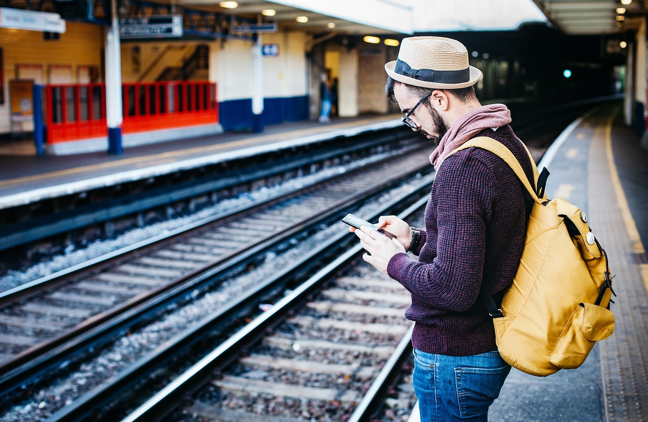 4 Best Travel Apps to Save You Money