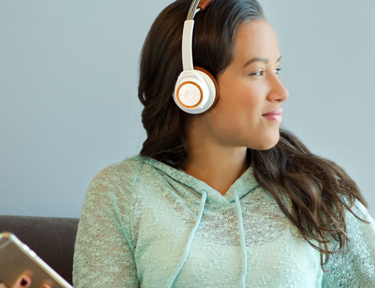 Plantronics Back Beat Sense offers music-lovers 18 hours of non-stop audio playback.